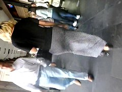 Nalgona flaca en vestido largo