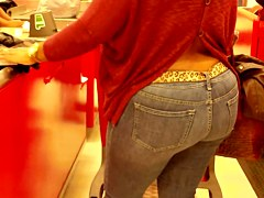 Horny MILF Shows Her Donk