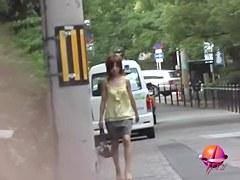 Voyeur filmed how Japanese girl gets street sharked