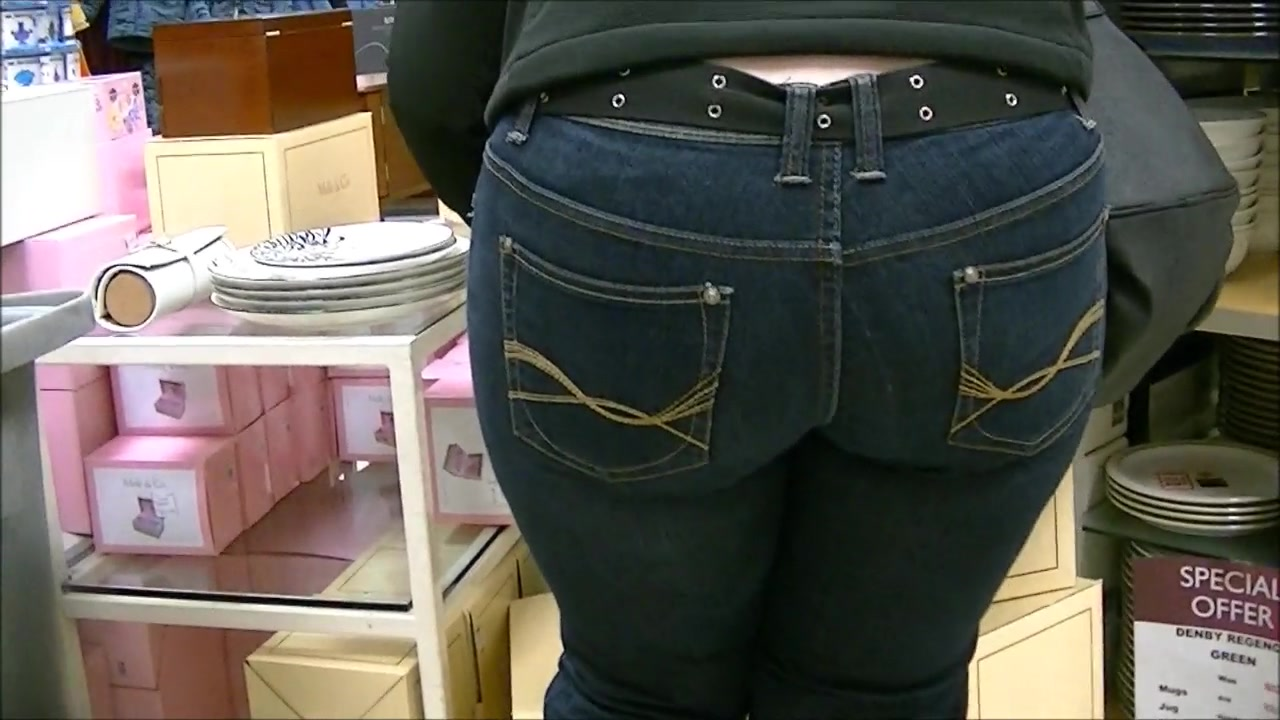 Amazing milfy ass in jeans