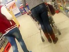 Spy sexy mature ass in supermarket romanian