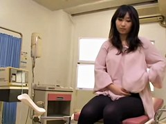 Curvaceous Japanese banged hard during her medical exam