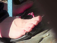 Candid Shoeplay Feet Natural Nails Cafe