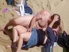 Couple fucking in the beach caught on tape
