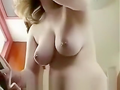 Curvy Housewife Cleaning