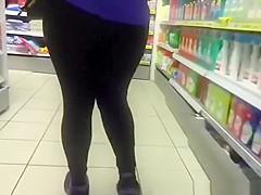 Chubby ass chick in black leggings