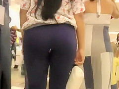 Stalking a tight butt in purple yoga pants