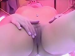 Clitoris rubbing in the tanning machine