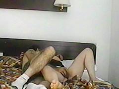 mia moglie  a cosce larghe  si fa sgrillettare la  figa