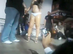 Crowd going crazy over her mind blowing booty!