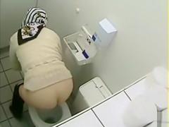 Desperate ladies simply enjoy unloading their flooded bladders