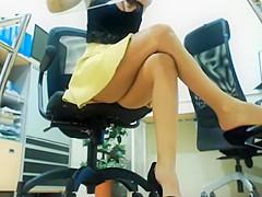 Secretary at the office filmed when fingering her pussy