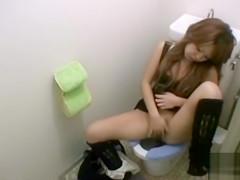 Japanese girl on the toilet masturbates her juicy pussy