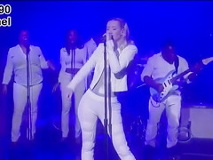 Iggy Azalea and her amazing big booty on stage