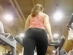 Amazing big butt babe on a treadmill