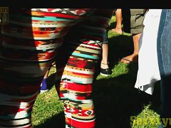 Hot babe in leggings wiggles her sexy butt before a candid cam