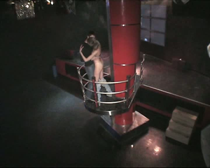 Voyeur cam shoots guy diddling strip dancer in the night club