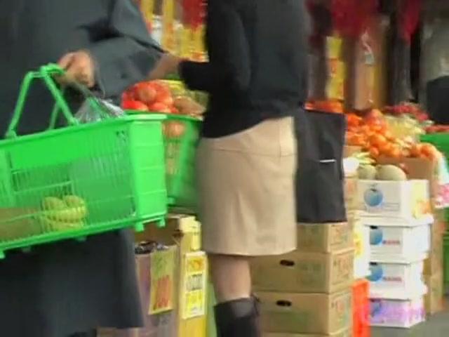 Skirt sharker got her panties while shopping groceries