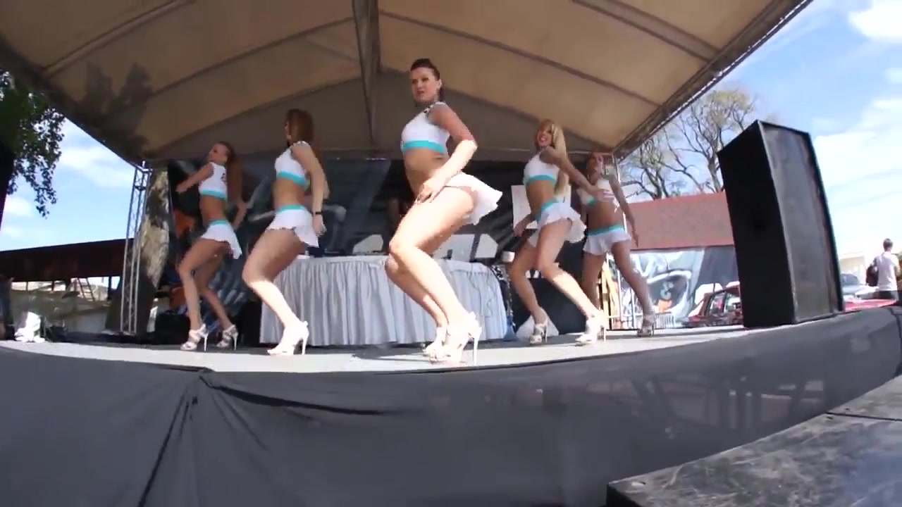 sexy babes dancing  very sexy must see