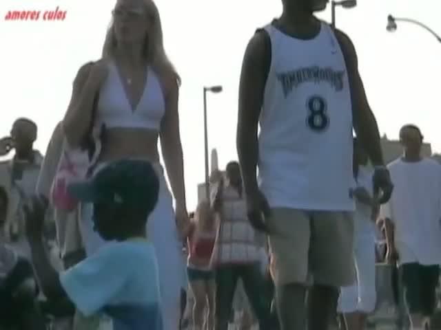 Candid public voyeur vid of a tight ass blonde