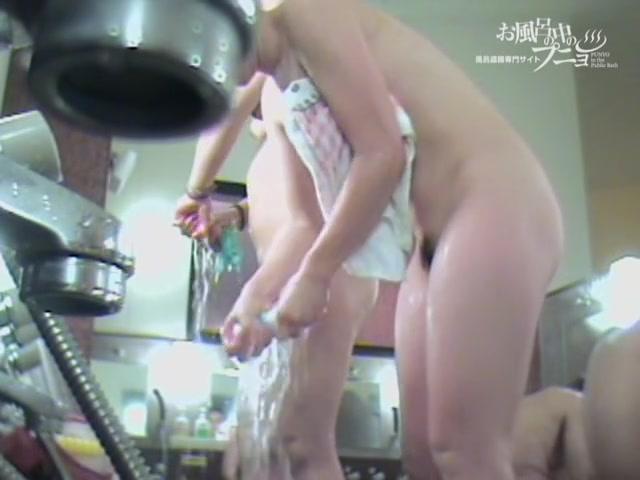 Very hard dark nipples of Asian girl got on spy camera 03266