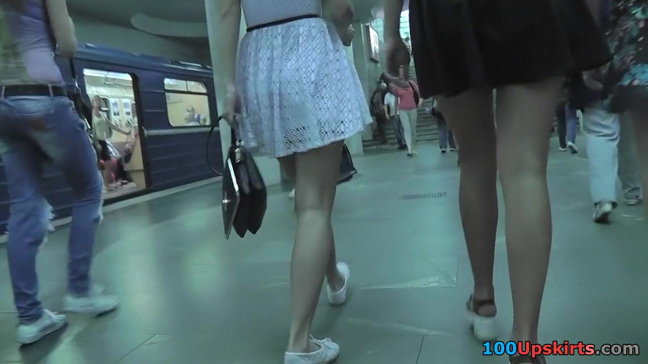 Upskirting video shows amazing skinny behind of a babe