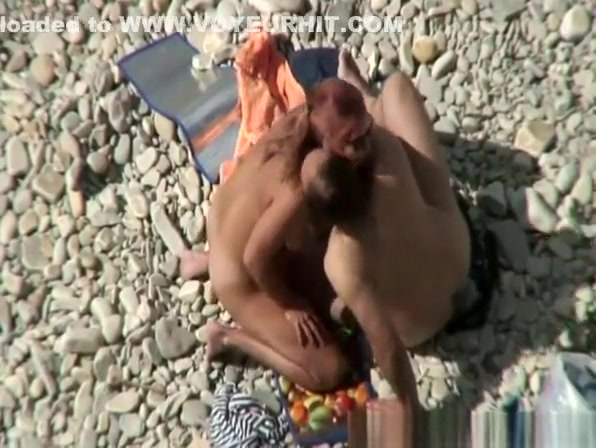 Couple caught fucking in the beach