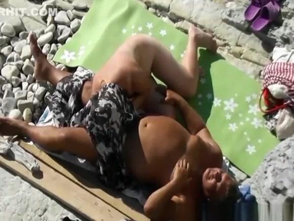 Blonde wife blows small cock