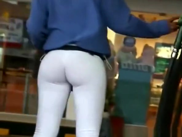 Latin chick with big bubble butt leggings