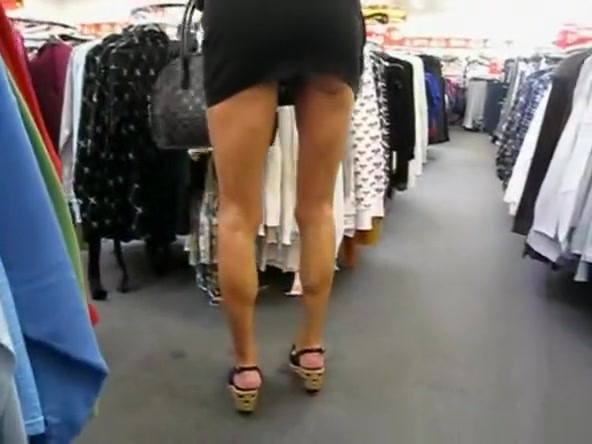 Shopping Upskirt