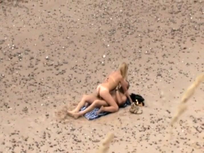 Older guy fucks a teen girl on a beach