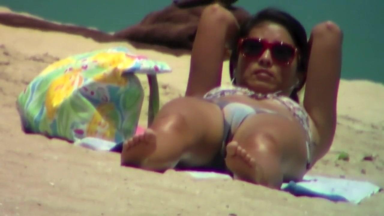 Girls bikini pussy mound