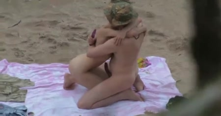 Pair fuck on beach