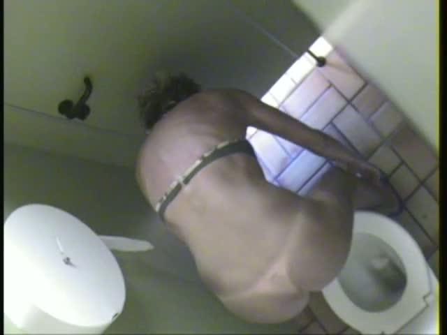 Hidden pee voyeur vid of a blonde chick
