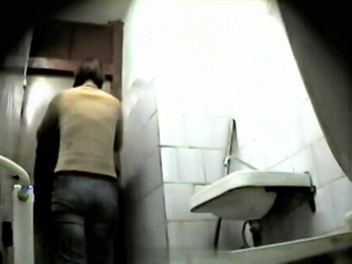 Girls Pissing voyeur video 69