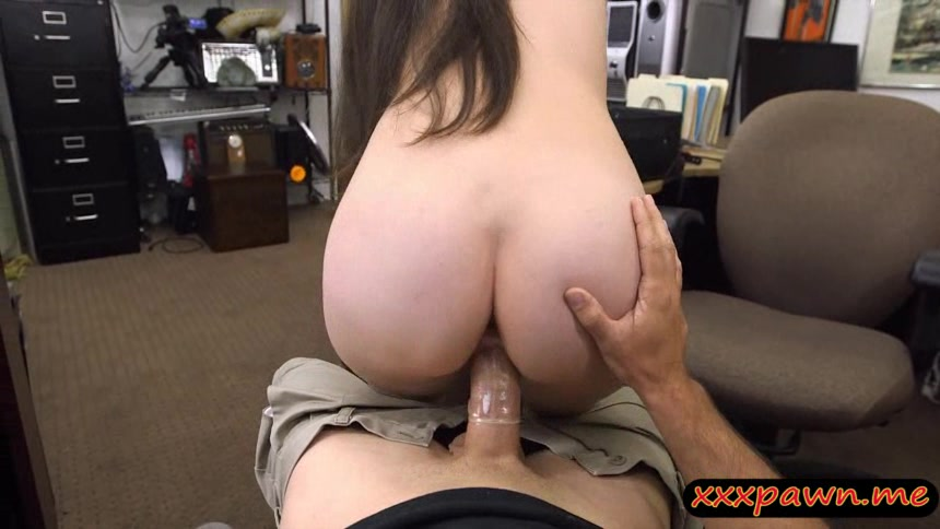 Ex dominatrix try to pawn her equipments and gets fucked