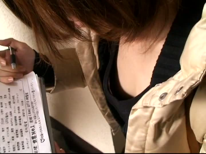 Japanese chick asked a question in a downblouse flat chest porno