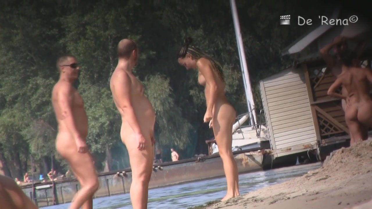 Hidden cam at the beach records nudist life moments