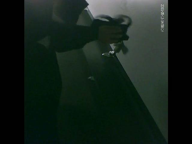 Dark changing room still lets you enjoy amateur on spy cam