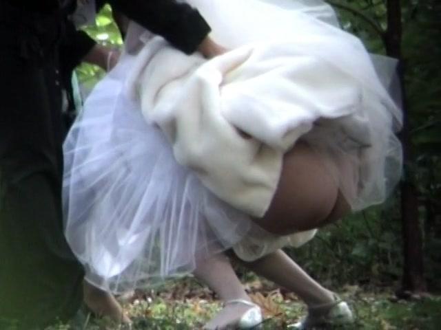 Фото писающих невест #9