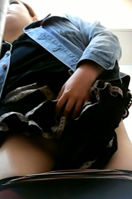 A plump Asian lets everybody look under her skirt