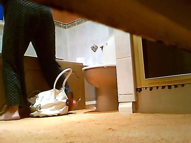 камера в унитазе офиса
